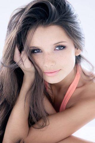 Alice Greczyn 6
