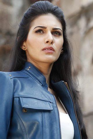 Amyra Dastur 3