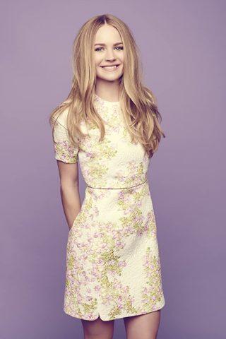 Britt Robertson 1