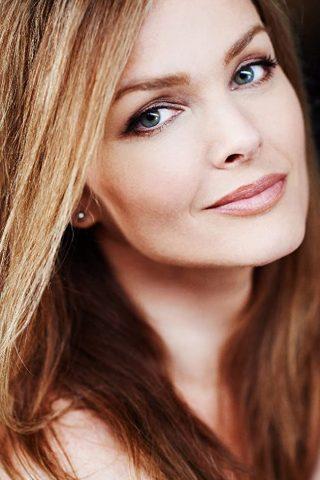 Dina Meyer 2