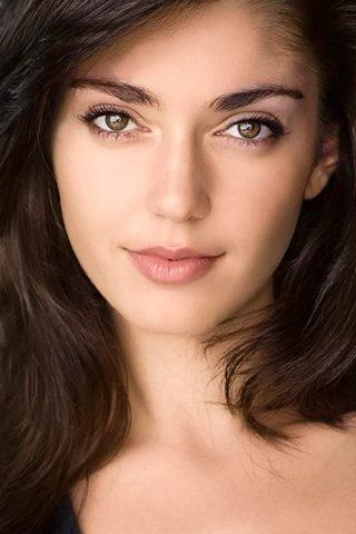 Emilia Ares 4