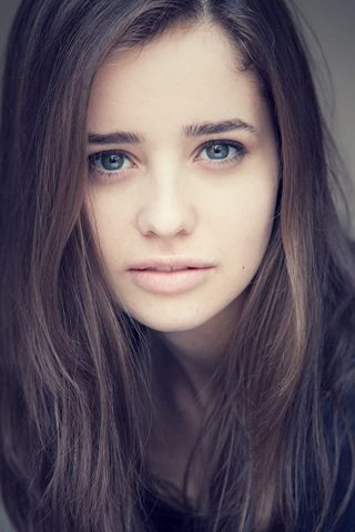 Holly Earl phone number