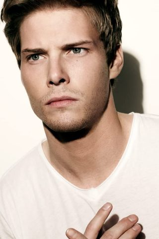 Hunter Parrish 1