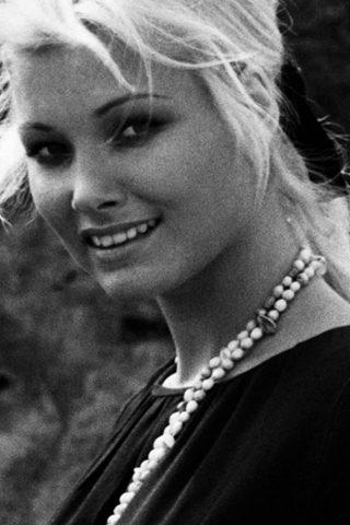 Janet Agren 3