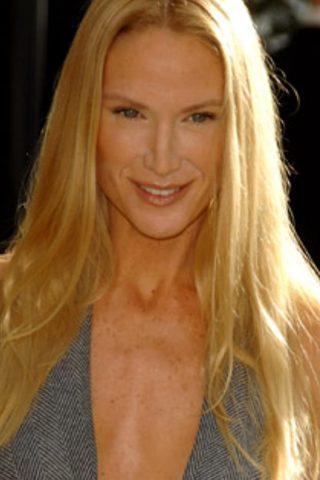 Kelly Lynch 1