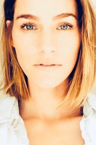 Kelly Overton 4