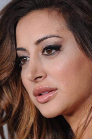 Noureen DeWulf 1