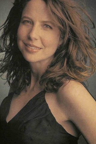 Robin Weigert phone number