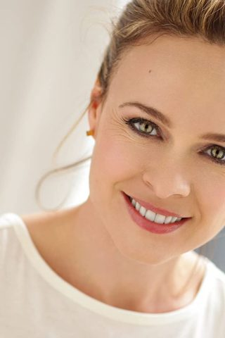 Tami Stronach phone number